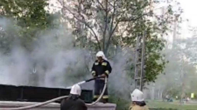 Дети подожгли мусорный контейнер на Ленской