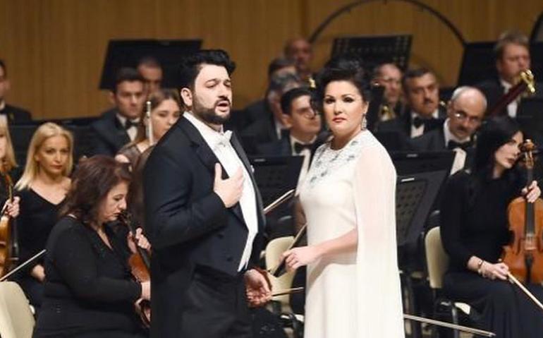 Новой жертвой Covid-19 стала оперная певица Анна Нетребко