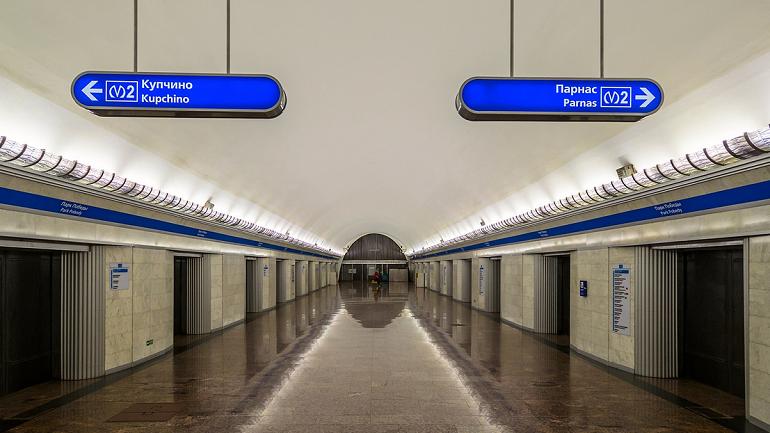 Названы необычные предметы, которые пассажиры теряют в метро Петербурга