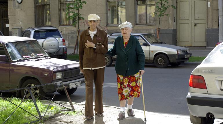 Продукты и пенсия на дом. Что делает комитет по соцполитике для пожилых петербуржцев