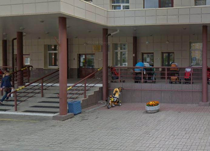 Беглов побывал в «бережливой» поликлинике в Лыжном переулке