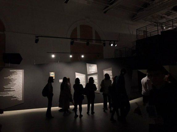 Электронный билет, дистанция, маска: как петербуржцы будут посещать музеи