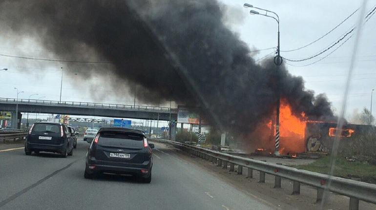 Столб черного дыма поднялся от поста ДПС в Ленобласти
