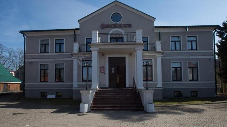 Бывший офис Рускобанка продают в центре Всеволожска за 188 млн