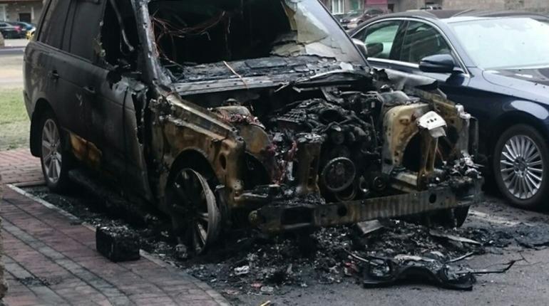 На Загребском дотла сгорел Range Rover