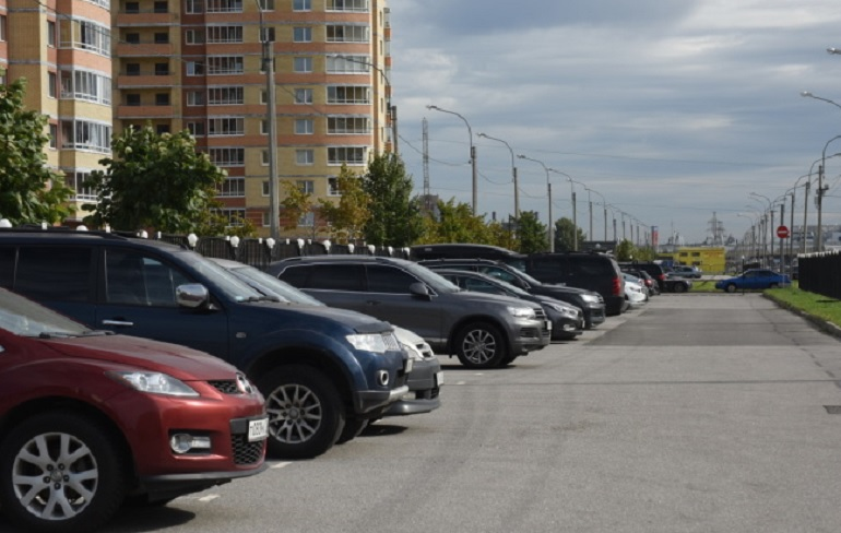 Городскую автостоянку на Оптиков снесут ради дороги к ЖК «Морская звезда»