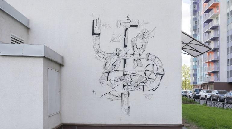 Жительница «ЗимаЛето» украсила двор ЖК концептуальным стрит-артом