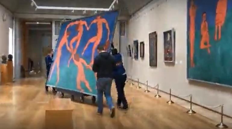 Картина «Танец» Матисса уехала из Эрмитажа в Третьяковку