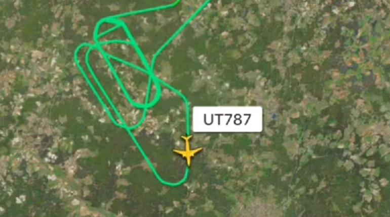 Самолет Utair экстренно вернулся во Внуково из-за проблем с шасси