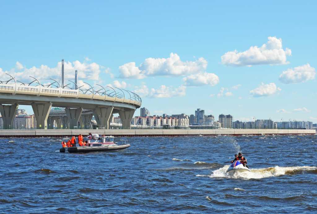 Учения экстренных служб по спасению утопающих прошли в Финском заливе