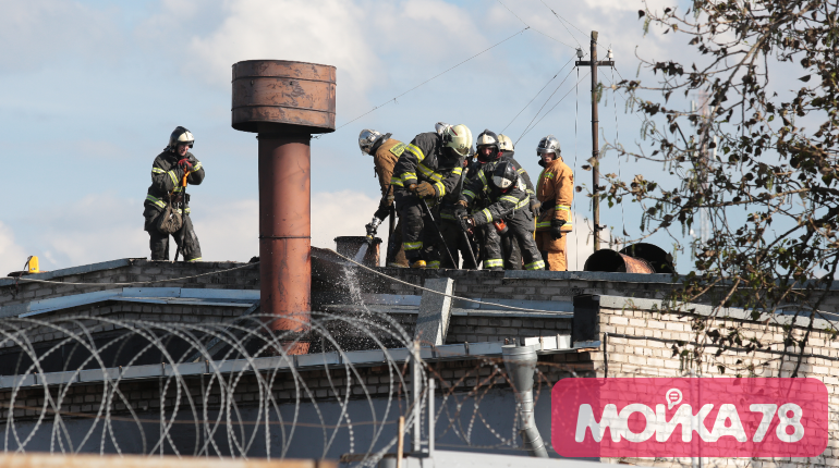 Охранники «Ленреактива» мешают фотографировать место пожара