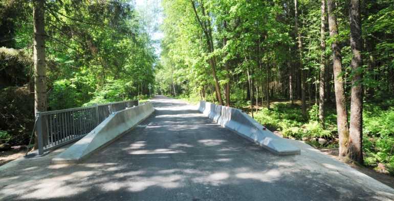 В Курортном районе Петербурга починили мост через Ушковский ручей