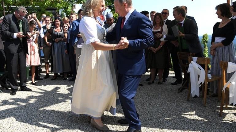 Экс-глава МИД Австрии назвала Путина танцором с манерами