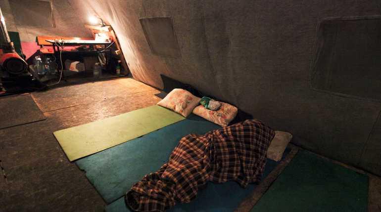 Названо официальное и реальное число бездомных в Петербурге