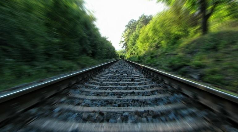 Четыре вагона пассажирского поезда сошли с рельсов в Забайкалье