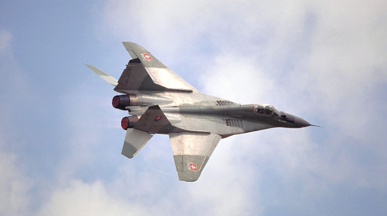 Словакия подняла истребители для сопровождения пассажирского самолета