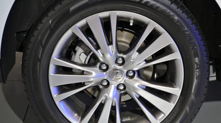 Полиция ищет дорогой Lexus, похищенный на улице Доблести