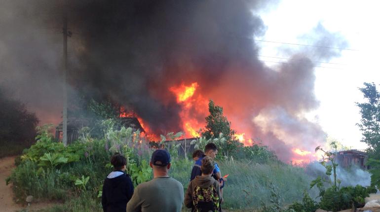 В Киришском районе три часа тушили пожар на 300 «квадратах»