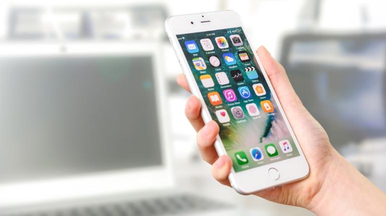 Эксперты рассказали о вреде смартфонов для детей и подростков