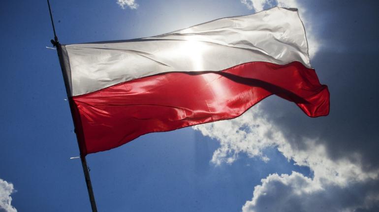 Третья волна COVID-19 заставила Польшу ввести локдаун на всей территории страны