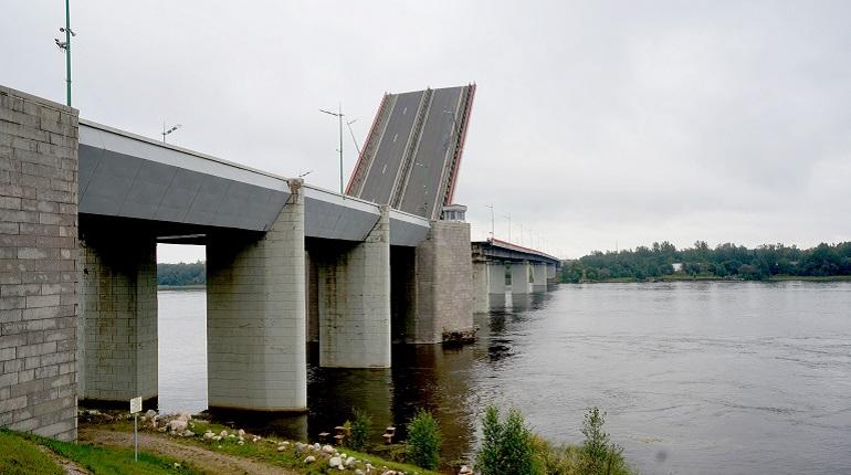 Трассу «Кола» перекроют из-за разводки Ладожского моста