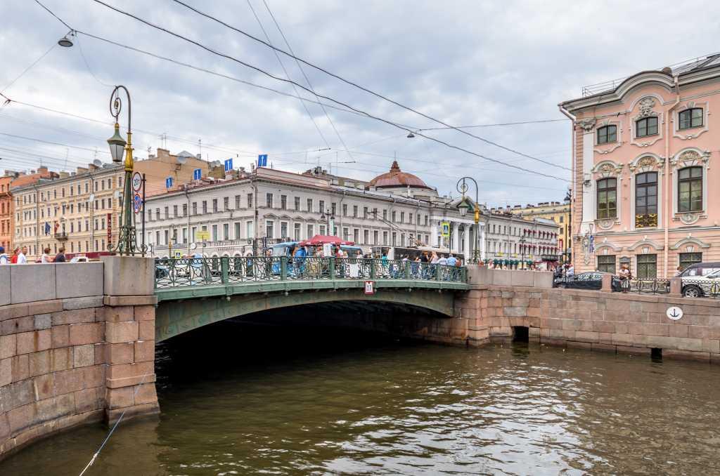 Дно Мойки под Зелёным мостом начинают ремонтировать
