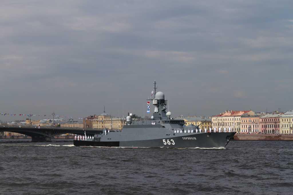 Ракетоносцы «Серпухов» и «Мытищи» идут на Кронштадт