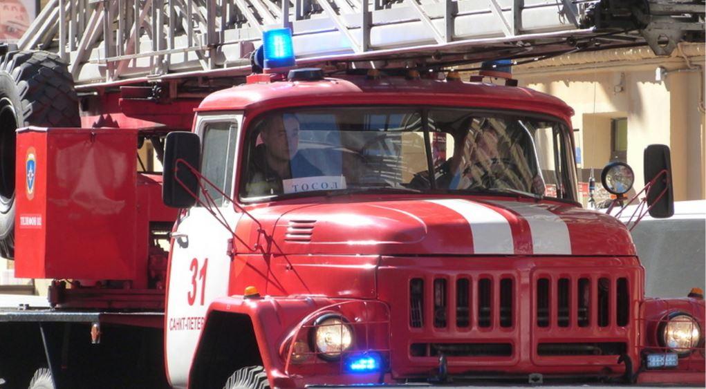 Ночью на Полюстровском загорелись два автомобиля