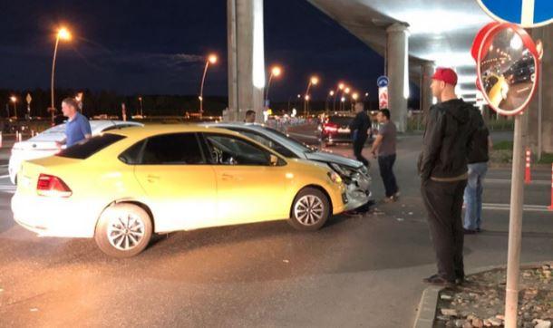 Авария в Пулково на выезде из зоны kiss and fly привела к «пробке»