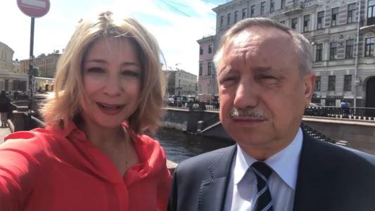 Беглов просит петербуржцев охранять отреставрированных грифонов