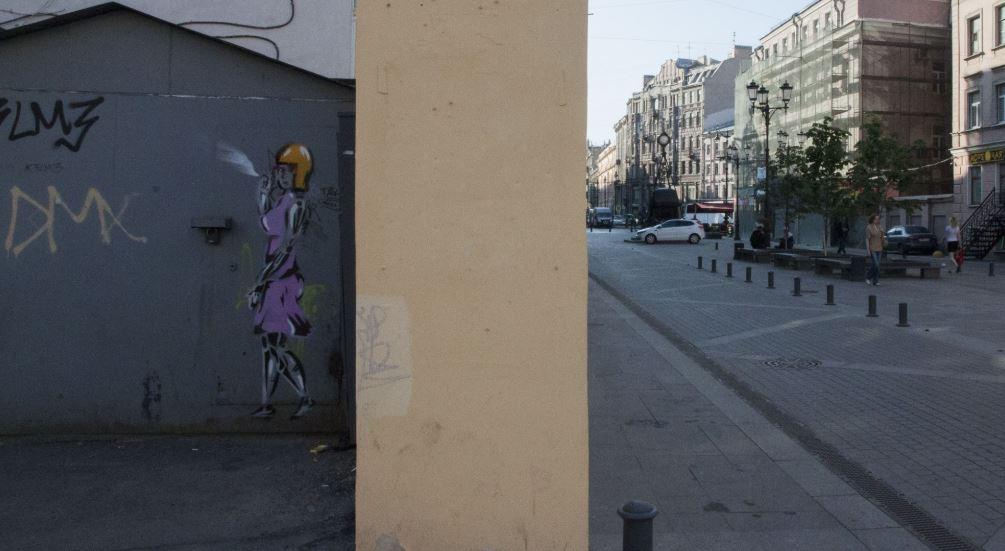 Новое граффити от Леши Бурстона: «Восстание машин» на 1-й Советской