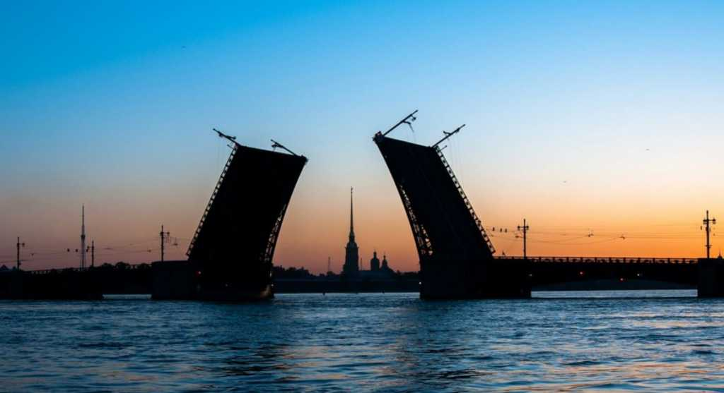 Петербург вошел в топ-3 лучших городов для пешеходных прогулок