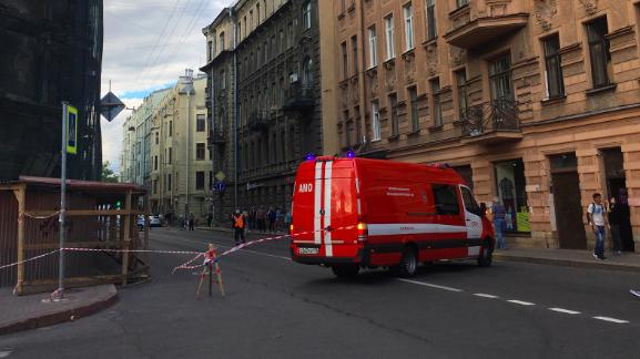 Чкаловский перекрыли из-за обрушения балкона в жилом доме