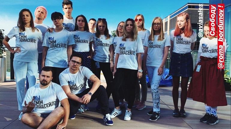 В Aviasales извинились за футболки, отсылающие к надписям в поддержку Голунова