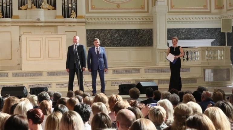 Лучшим соцработникам в Петербурге вручили дипломы