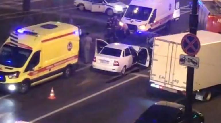 «Скорая» увезла пассажиров Lada после ДТП на Московском