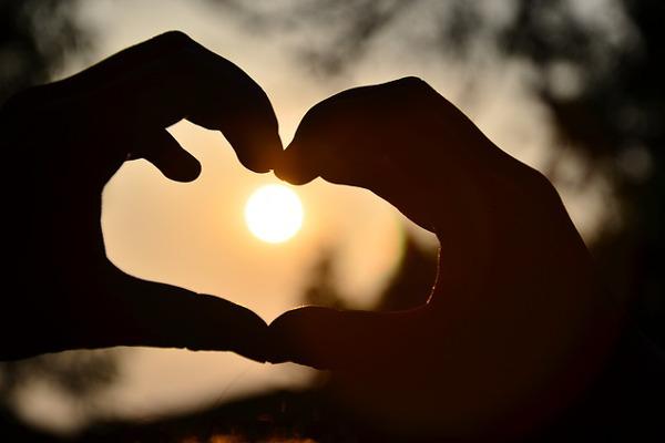 Россияне предпочитают искать любовь среди знакомых и друзей