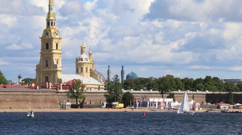 Китаянка заплатила за прогулку по Петропавловской крепости 180 тысяч