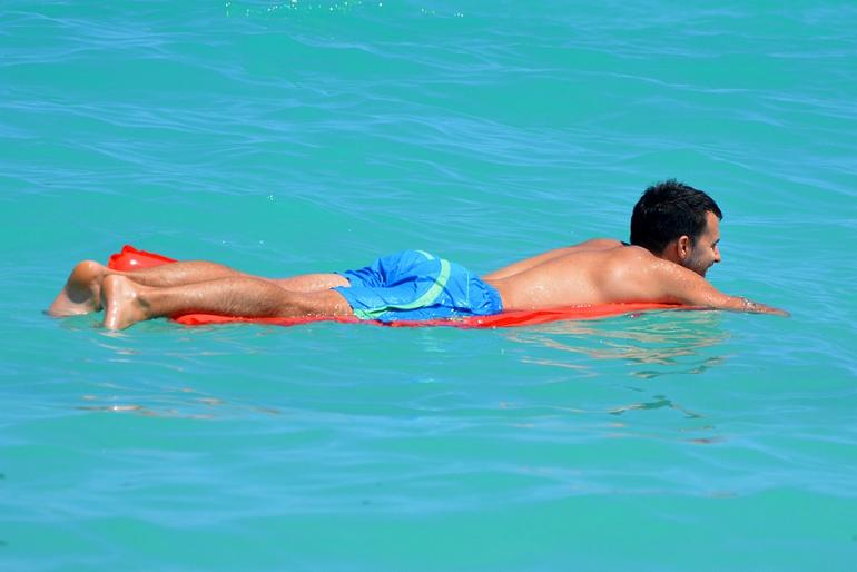 В МЧС напомнили об опасности плавания на надувных матрасах