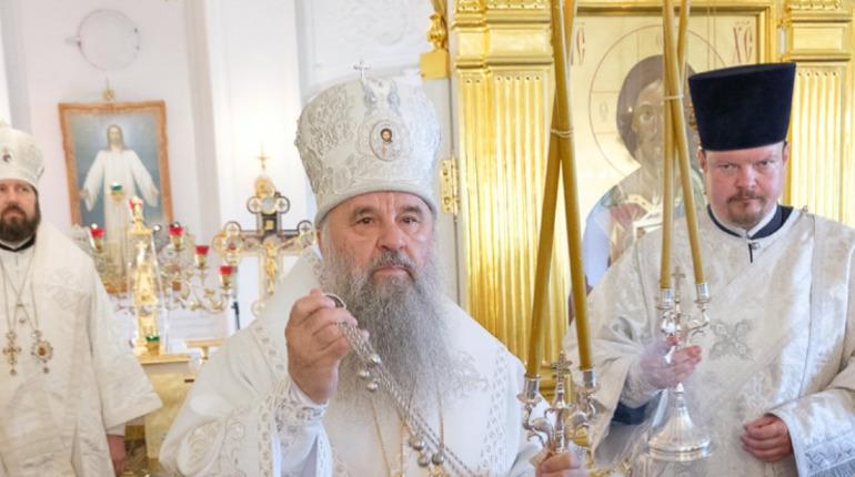 Митрополит Варсонофий провел литургию в храме Гостиного Двора