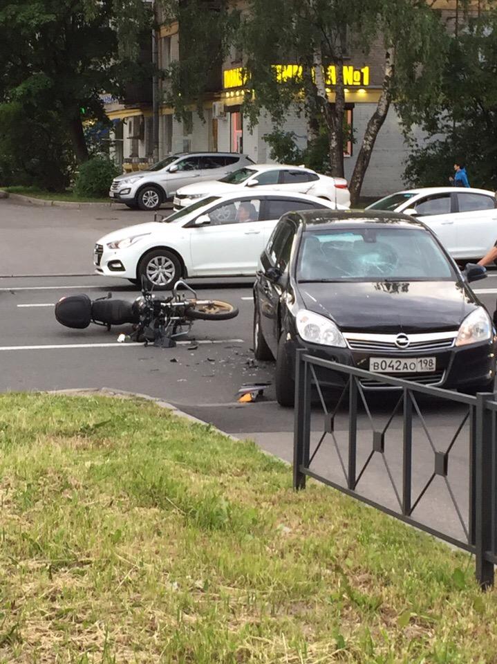 Мотоциклист пострадал в ДТП на Ударников