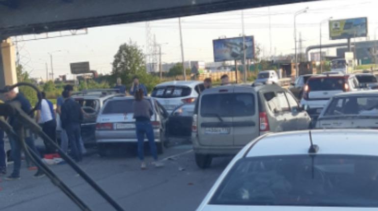 На трассе «Кола» столкнулись пять машин, есть пострадавшие
