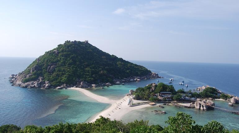 Нестандартные решения: в Таиланде прибывшим туристам разрешили проводить карантин на яхтах
