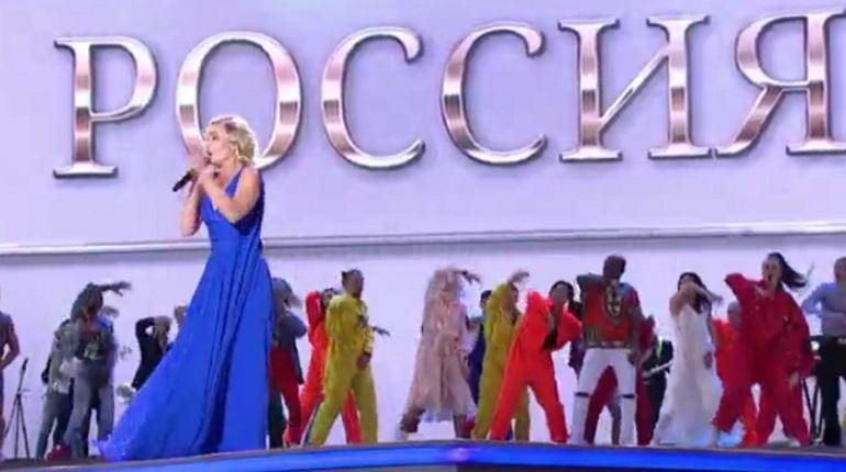 Полина Гагарина на Дворцовой. Фото: скриншот прямой трансляции