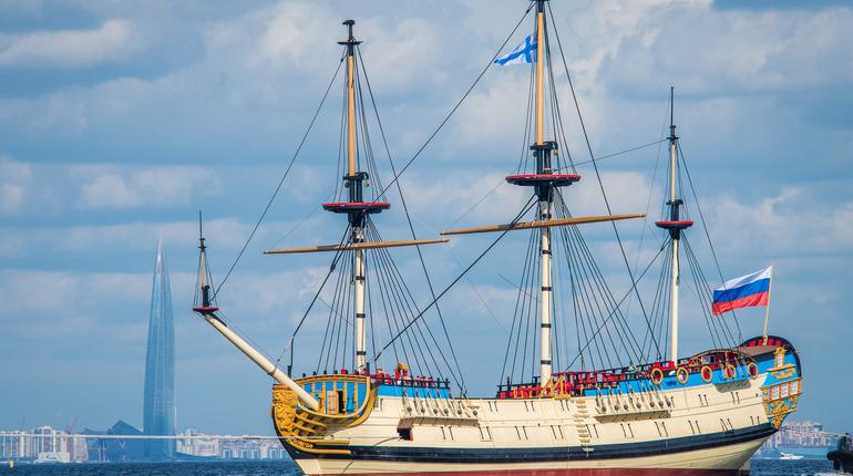 В Кронштадт отплыл воссозданный корабль «Полтава»