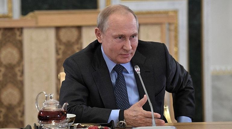 Путин отменил визит на форум «Реки России» и проведет встречу с Шойгу