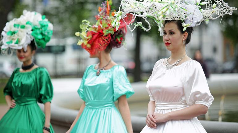 12 июня в Петербурге: празднование Дня России и парад цветов