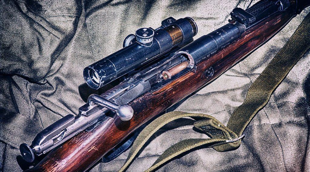 У бизнесмена в Ленобласти дома нашли винтовку и три сотни патронов