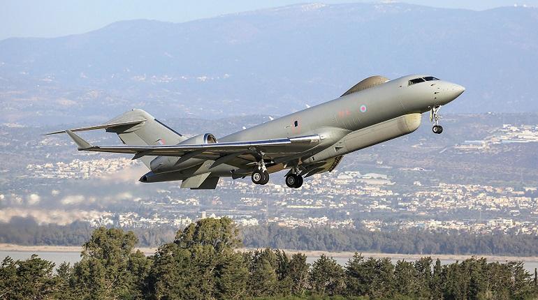 Британский самолет-разведчик подлетел к границе РФ