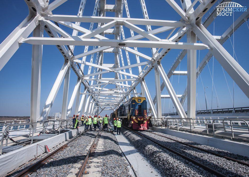 Поезд Петербург-Севастополь первым пройдет по Крымскому мосту в среду